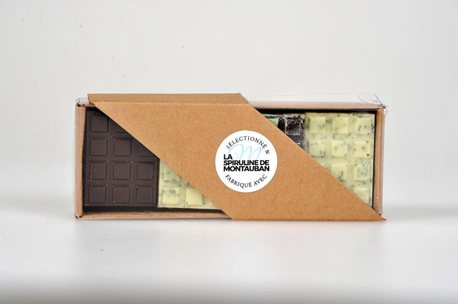 Assortiment de 6 mini tablettes de chocolat blanc et 14 de chocolat noir avec 10% de spiruline de Montauban