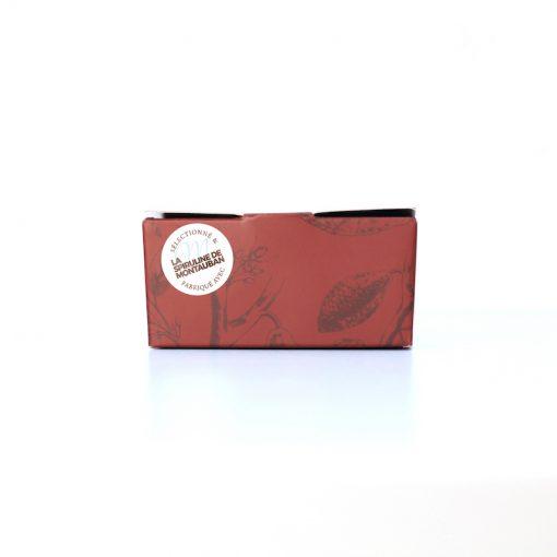 Bonbon au chocolat noir, caramel, framboise à la Spiruline de Montauban